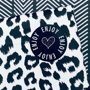 ronde sticker | enjoy | hartje | zwart-wit