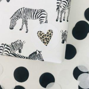 ronde sticker | hartje | wit-luipaardprint