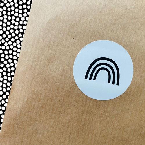 ronde sticker | regenboog | wit-zwart