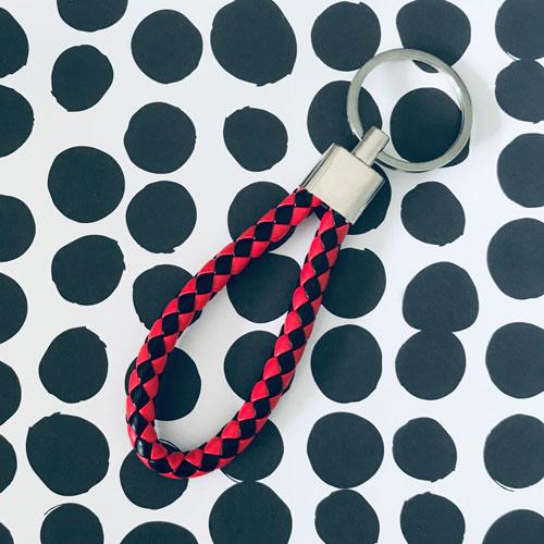 sleutelhanger | zwart-rood | kunstleer